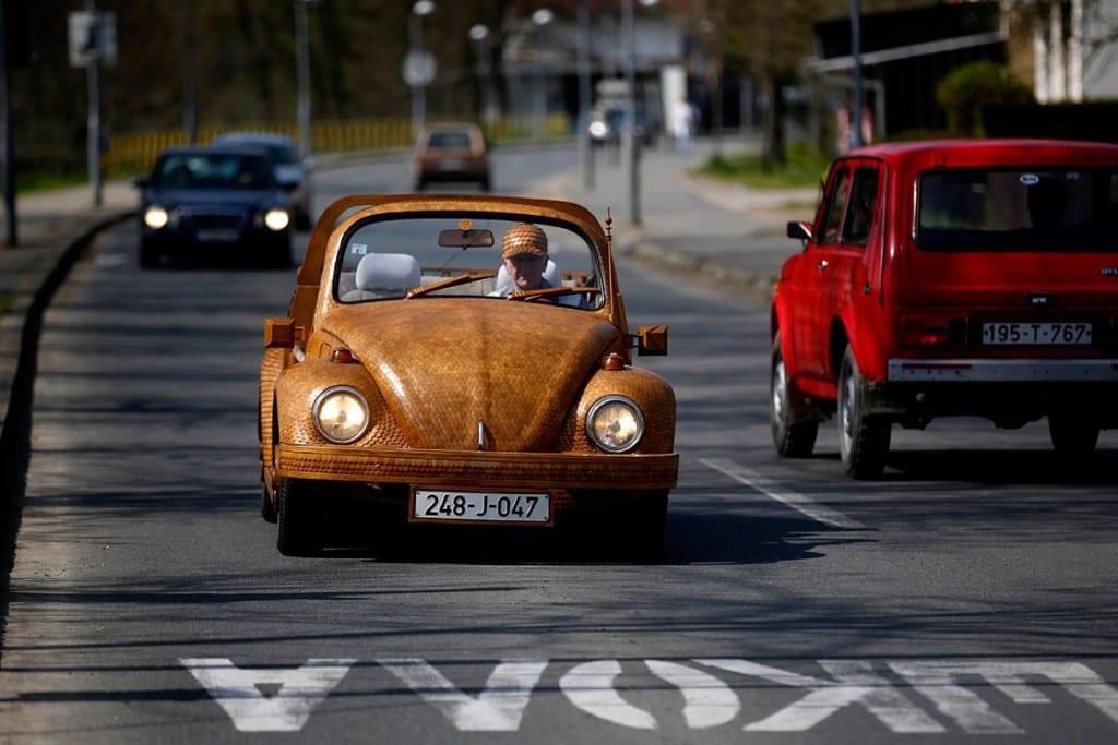 coche de madera de roble